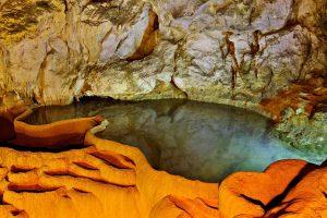 Caveofthe Lakes